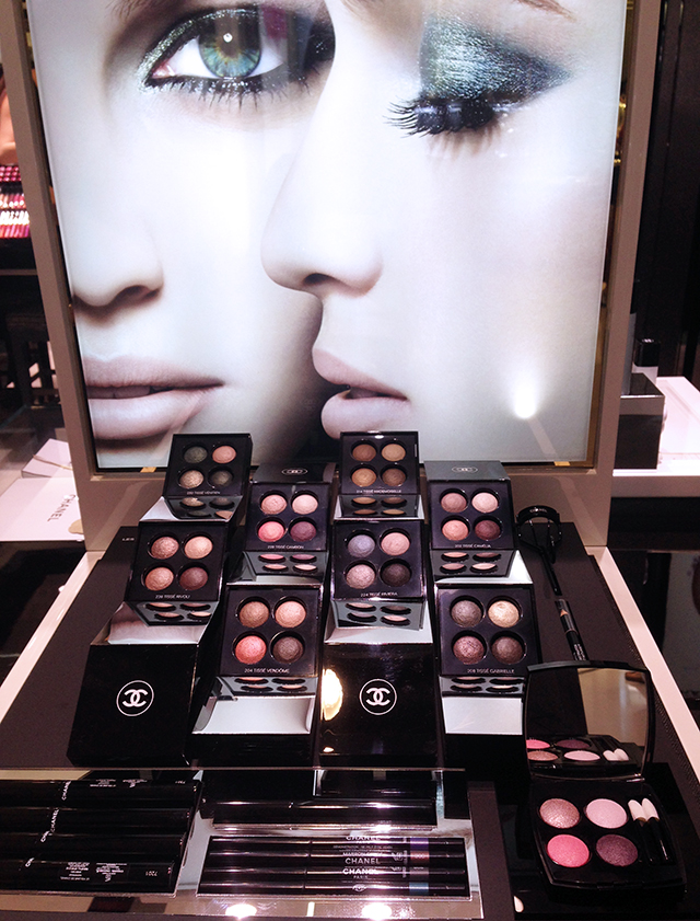 Chanel les 4 ombres display