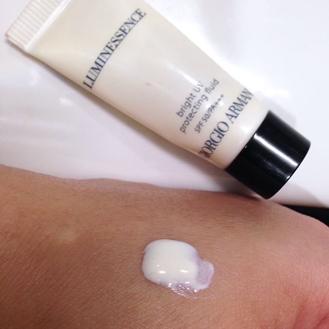 Giorgio Armani Luminessence Bright UV Protecting Fluid swatch