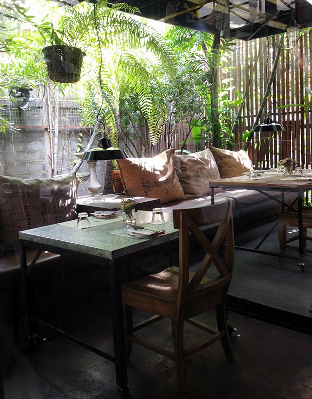 Karmakamet Diner outdoor seating